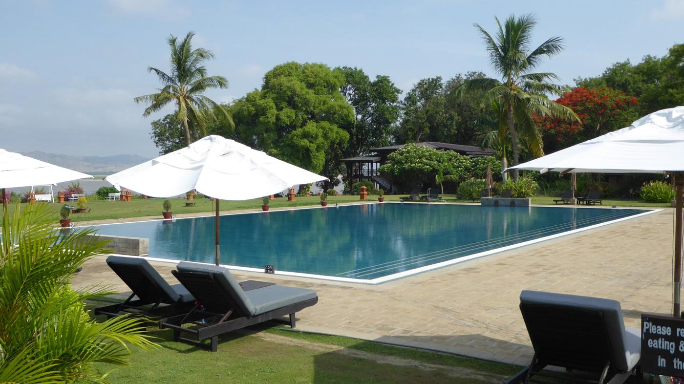 Swimming pool, Bagan Thiripyitsaya Sanctuary Resort