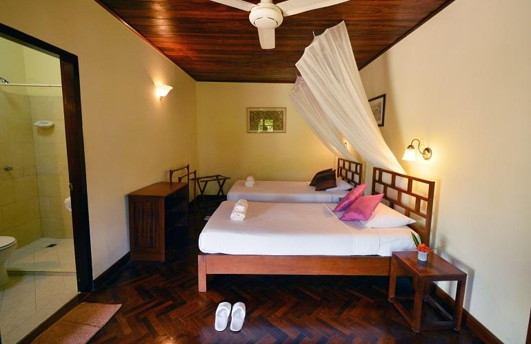 Twin room, Villa Nam Song