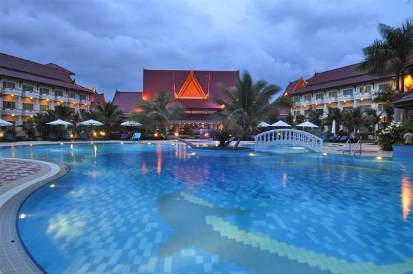 Swimming pool, Sokha Beach Resort