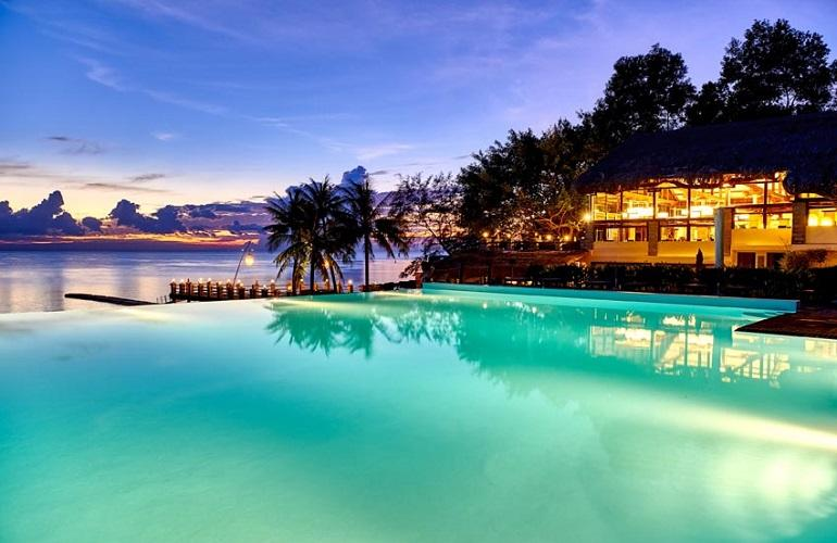 Pool & restaurant in the evening, Chen Sea Resort & Spa Phu Quoc