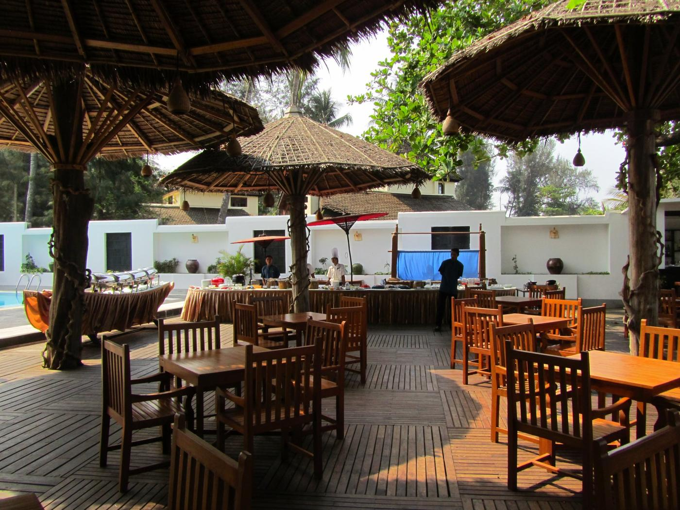 Poolside restaurant, Thande Beach Hotel