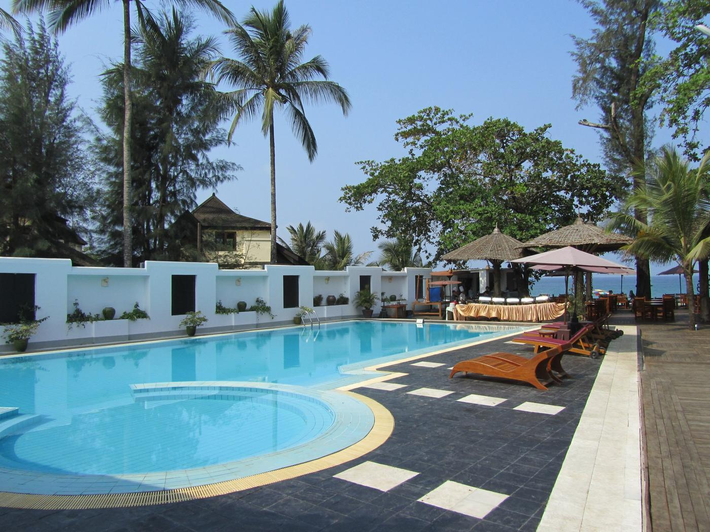 Swimming pool, Thande Beach Hotel
