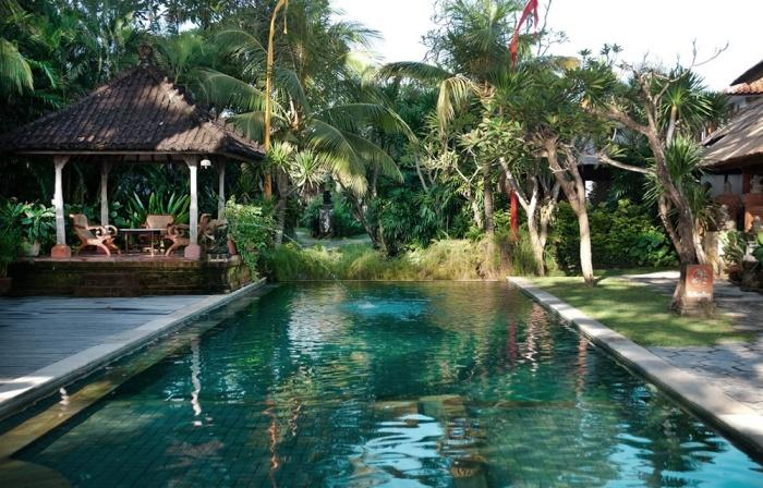 Swimming pool, Tandjung Sari