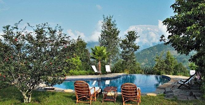Swimming pool, Tiger Mountain Pokhara Lodge