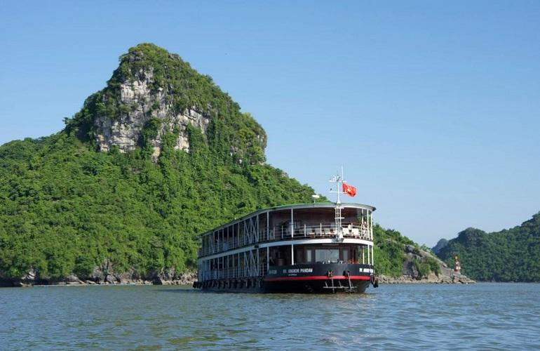 RV Angkor Pandaw in Halong Bay
