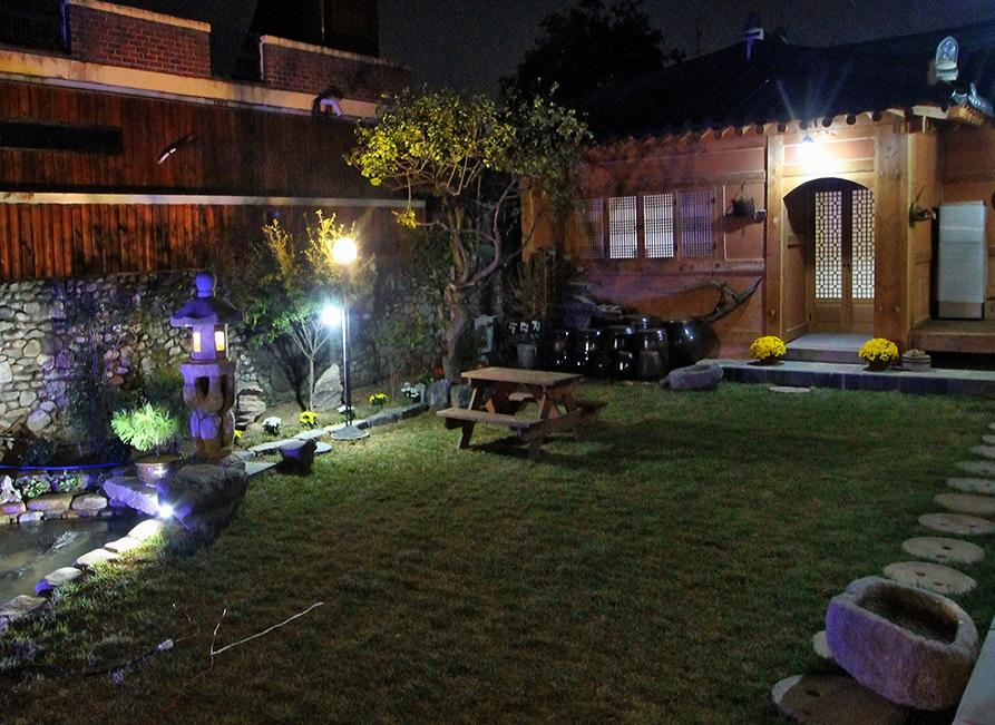 Courtyard at night, Doldam House, Jeonju