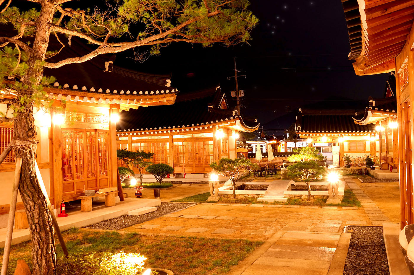 Exterior at night, Hwangnamguan Hanok, Gyeongju