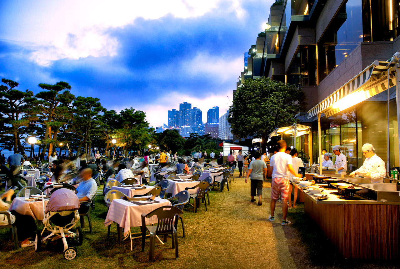Outdoor dining, Paradise Hotel, Busan