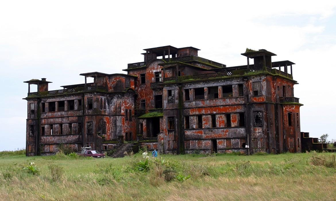 Abandoned hotel, Bokor Hill Station