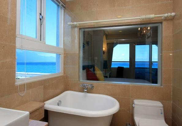 Bathroom, Hotel Bay View