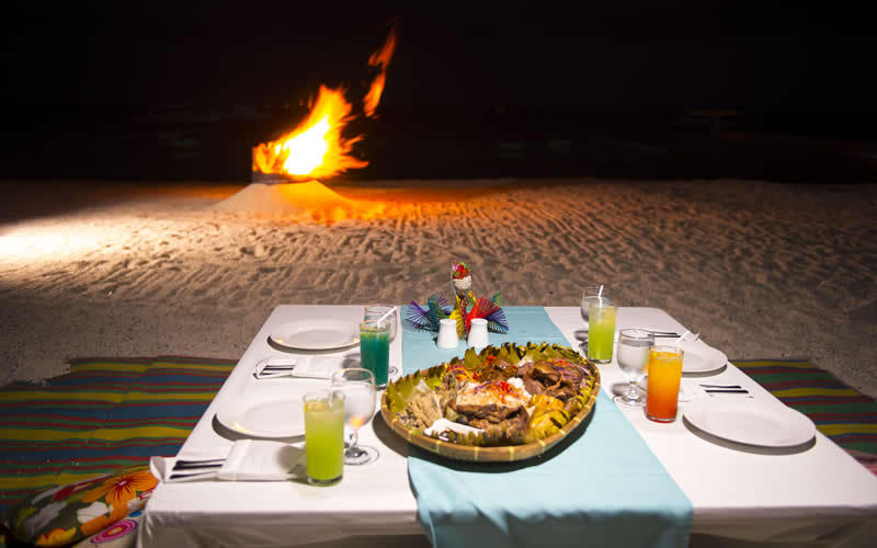 Beach dining, Be Resort