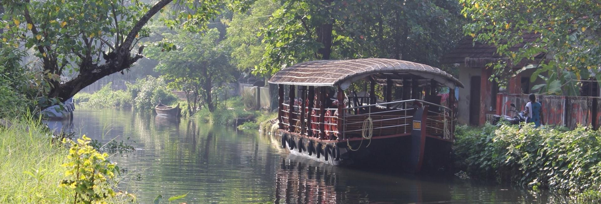 Backwaters cruise, Kerala
