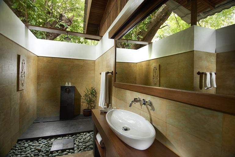 Villa bathroom, Siladen Resort & Spa