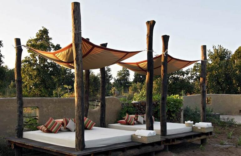 Relaxing area, Samode Safari Lodge