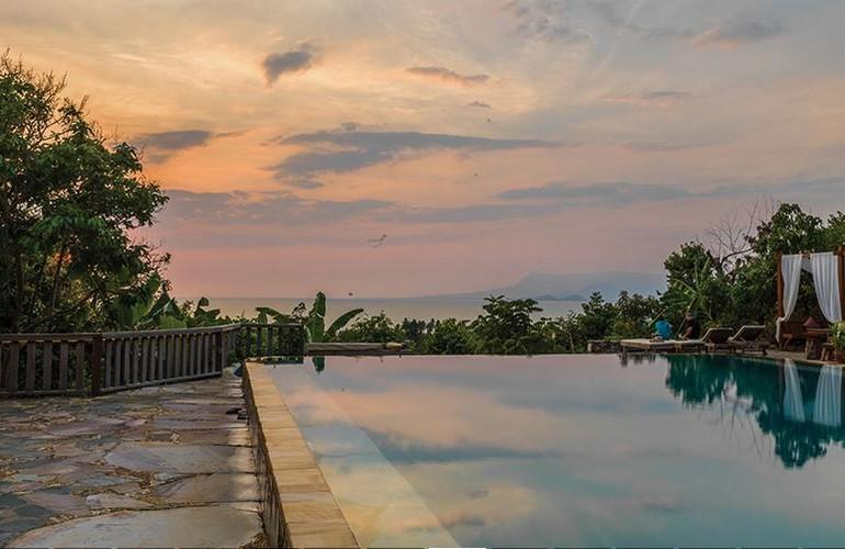 Infinity swimming pool, Veranda Natural Resort
