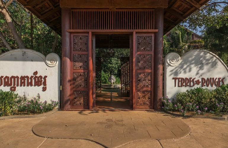 Entrance, Terres Rouges Lodge