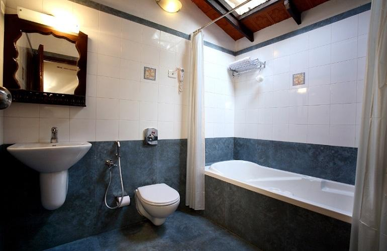 Bathroom, Vembanad House