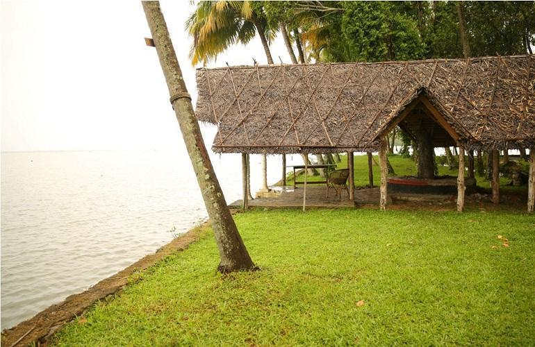 Lakefront Setting, Vembanad House