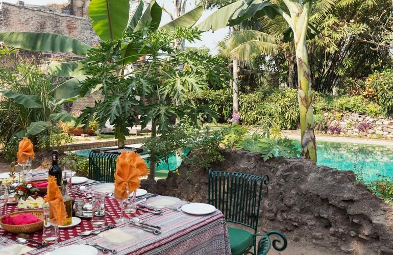 Dining by the Pool, Ahilya Fort