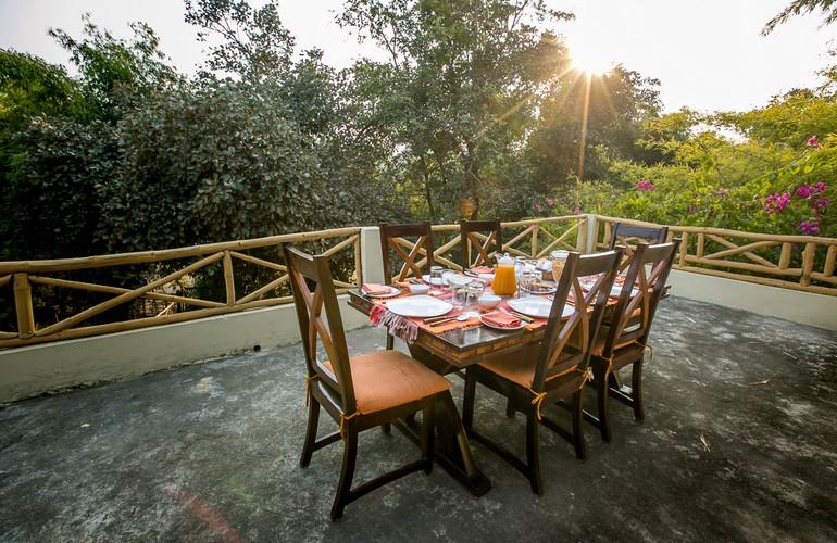 Dining, Bandhavgarh Jungle Lodge