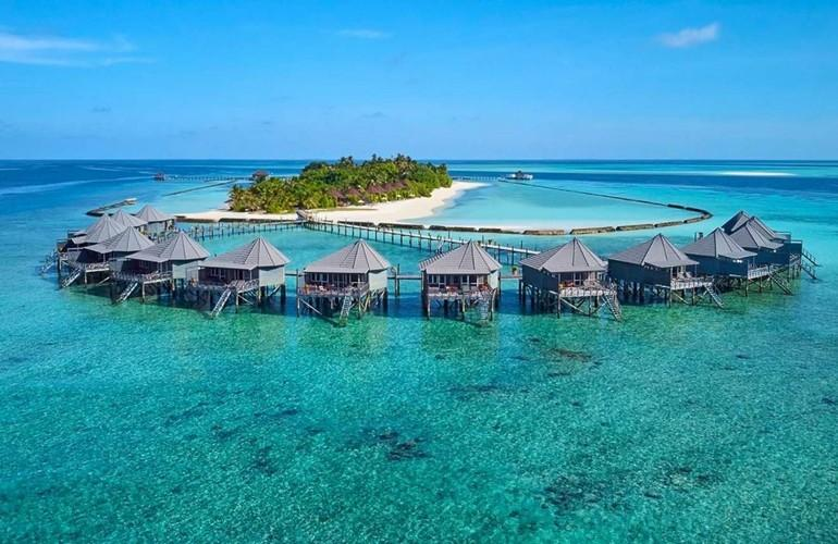 Overview, Komandoo Island Resort & Spa