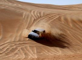 Dune bashing, Wahiba Sands